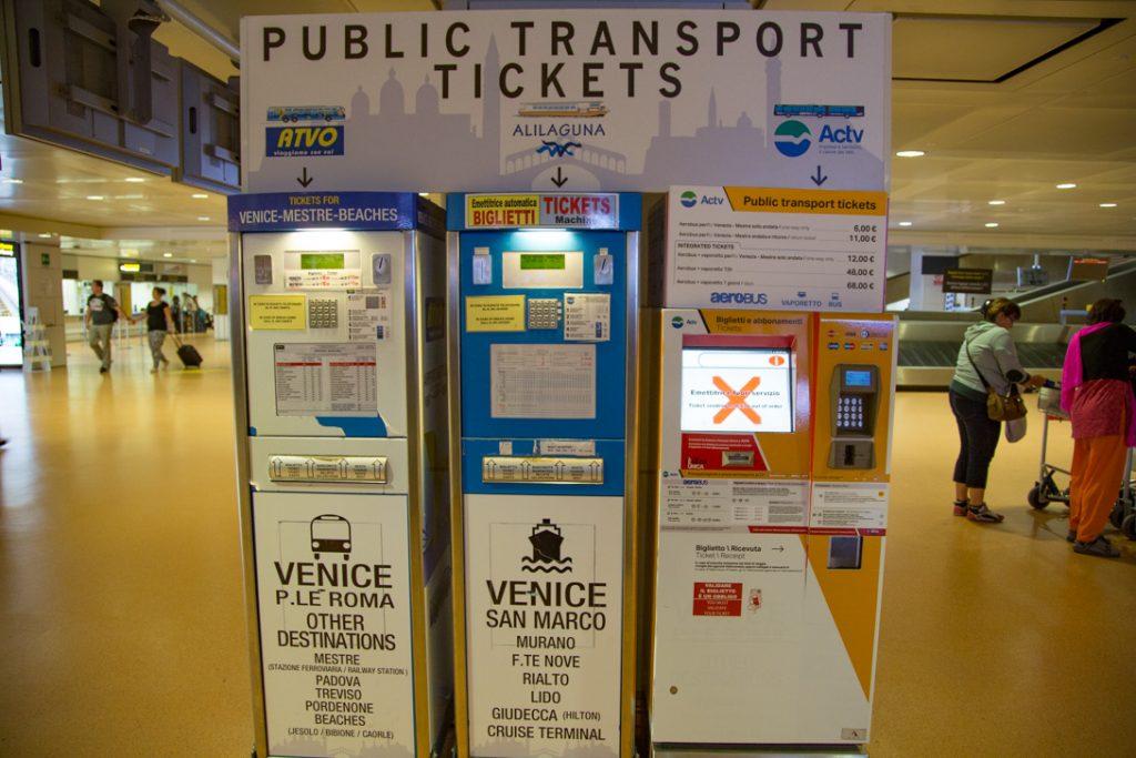 Reis met het openbaar vervoer vanaf de luchthaven